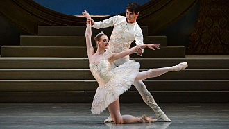 Congratulations to ballet artists on their debuts in April shows!